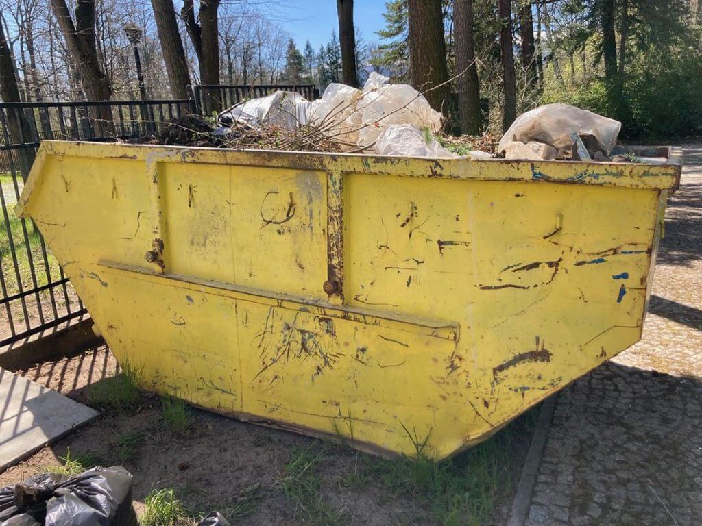 Wywóz odpadów w kontenerach metalowych